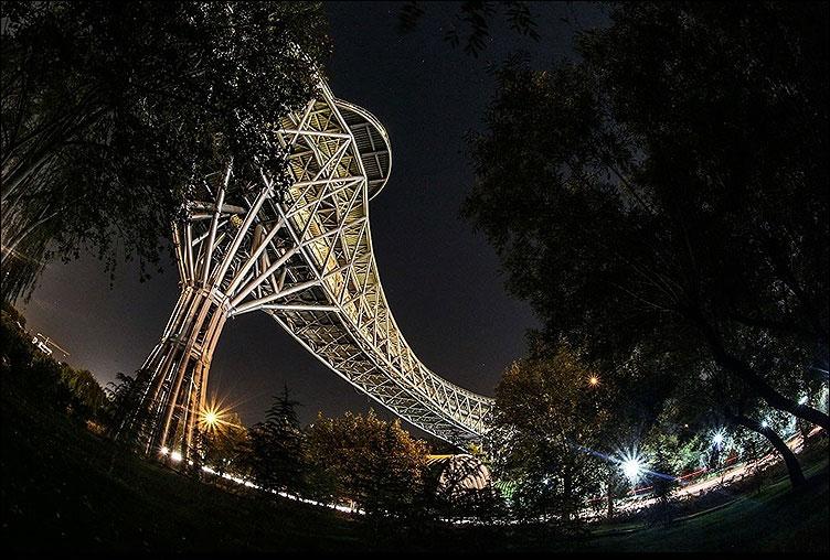 عکس پل طبیعت در شب